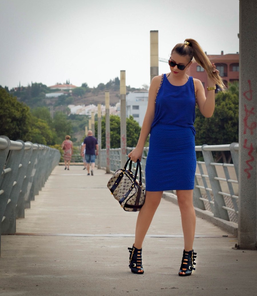 electric blue malagafashionblogger mbcos blog streestyle looks