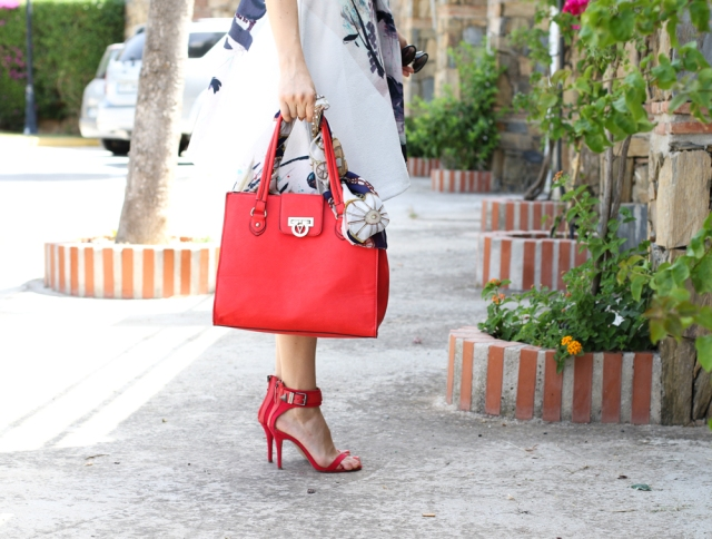 Details mbcos fashion blogger Valentino red bag spanish fashion blogger moda malaga spain best looks