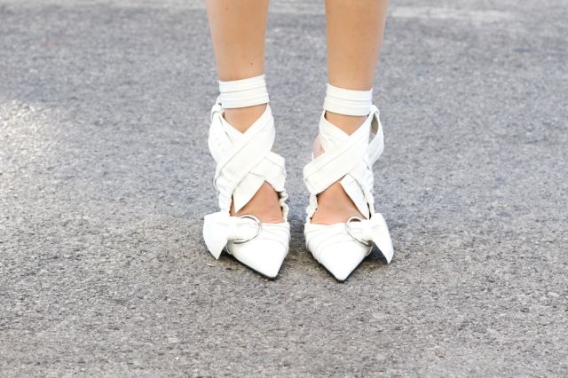 Mbcos fashion blogger spanish influencer silk blouse off shoulders trend how to wear silk blouse pinted heels zaful moda malaga blogger trends 2016 white pointed heels zaful online shopping best white heels trends