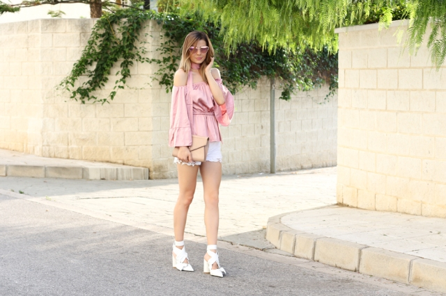 Mbcos fashion blogger spanish influencer silk blouse off shoulders trend how to wear silk blouse pinted heels zaful moda malaga blogger trends 2016