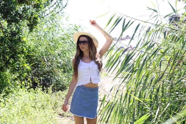 Mbcos fashion blogger Malaga spanish influencer falda vaquera white top how to wear a denim skirt moda MALAGA bloguera Malaga fall 2016 summertime sadness
