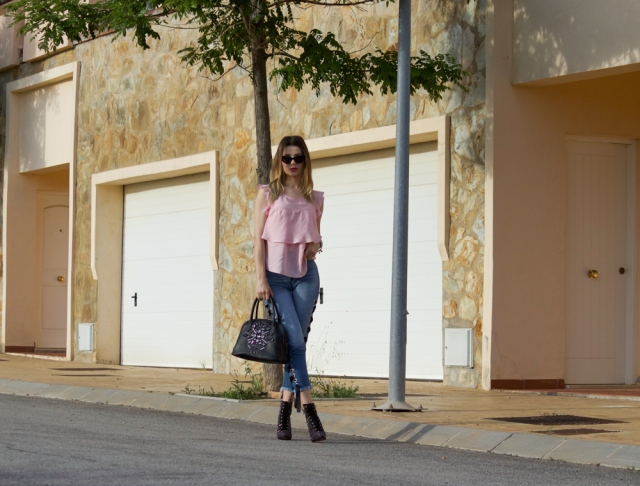 Mbcos fashion blogger Malaga how to wear lace up jeans fashion stylish ootd street style moda de calle marbella fuengirola